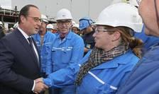 François Hollande, presedintele Frantei, în vizità la santierele navale STX de la Saint-Nazaire în octombrie 2015