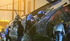 Echipe de intervenţie, după accidentul de tren din Philadelphia (Foto: Reuters/Bryan Woolston)