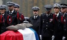 Omagiu adus victimelor ucise pe 3 octombrie în incinta Prefecturii pariziene.