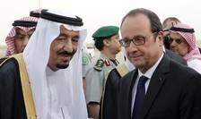 Presedintele Frantei François Hollande întâmpinat la sosirea la Riad pe 4 mai de regele Salman al Arabiei saudite
