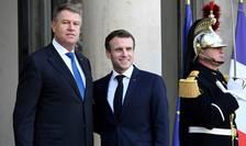 Presedintii francez si român, Emmanuel Macron, respectiv Klaus Iohannis, pe peronul Palatului Elysée