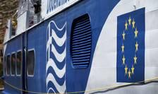 Steagurile Greciei şi Uniunii Europene, pe un vas de croazieră (Foto: Reuters/Cathal McNaughton)