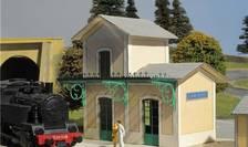 Gara în miniatura specifica regiunii Bretagne din Franta. Cladirea are o înaltime de 10 cm.