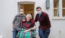 Geoffrey Woolf cu doi dintre fiii săi