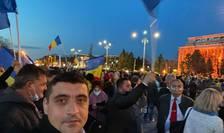 George Simion, aici la un protest, fără mască (Sursa foto: Facebook/George Simion)