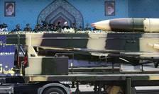 Defilare cu tehnică militară, în faţa preşedintelui iranian, Hassan Rohani (Foto: Reuters via Preşedinţie Iran)