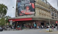 Galeriile Lafayette din Paris au cerut pasaportul sanitar în prima zi dupà care au dat înapoi.