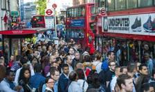 Autobuze luate cu asalt de călători