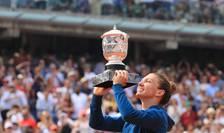 Simona Halep cu Cupa Suzanne Lenglen, trofeul suprem feminin la Roland Garros