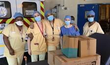 "Infirmiere de la serviciul de urgentà al spitalului Bichat din Paris, au primit duminicà, 29 martie 2020, preparate culinare prin reteaua ""G besoin 2"""