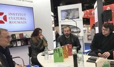 Discuţie la standul României despre traducerile de poezie: Dinu Flămînd, Linda Maria Baros, Cosmin Perţa, Nicolas Cavaillès