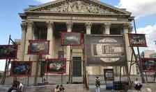 Fortografii de Nicolas Henry pe esplanada din faţa Panteonului la Paris.
