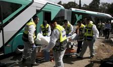 Echipe de intervenţie, la locul unui atac în Ierusalim (Foto: Reuters/Ronen Zvulun)