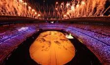 Într-un stadion cu portile închise, 950 de persoane - dintre care jurnalisti si organizatori au putut admira din interior spectacolul deschiderii JO.