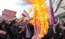 Iranieni au dat foc steagului american la Ardabil, 20 noiembrie 2019.