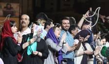 Iranienii au sarbatorit in strada alegerea presedintelui Hassan Rohani pentru un nou mandat de 4 ani