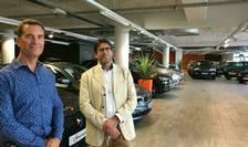 Jacques Alvergnas, patronul 'Alvergnas automobiles' la stânga si Samuel Bouchet, responsabil pentru Franţa al site-ului AutoScout 24.