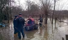 Pompierii au intervenit în 100 de gospodării inundate din judeţele Arad, Cluj şi Maramureş