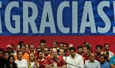Julio Borges, presedintele Adunarii Nationale dominate de opozitie, înconjurat de liderii opozitiei venezuelene în seara scrutinului din 17 iulie, Caracas