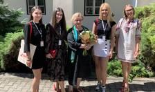 Paula Szilagi, Daria Ichim, Raluca Morozan și Denisa Dragomir, cele patru membre ale tânărului juriu francofon de la TIFF au avut privilegiul, anul acesta, de a avea un mentor special: pe Corina Șuteu, critic de teatru, manager cultural, expert în politic