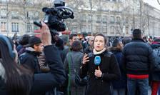 Unii reporteri au afirmat că au fost atacaţi de persoane turbulente sau de manifestanţi