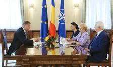 Klaus Iohannis cere Guvernului să-l consulte pe probleme de politică externă (Sursa foto: site Preşedinţie)