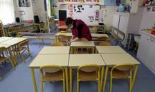 Elevii din peste 12.600 de școli din România se întorc în bănci, începând de luni