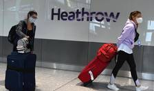 Pasageri sosind la aeroportul londonez Heathtrow, 10 iulie 2020.