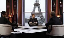 Emmanuel Macron fatà în fatà cu cei doi jurnalisti care l-au interviuvat pe 15 aprilie 2018: Jean-Jacques Bourdin de la BFMTV si Edwy Plenel de la Mediapart