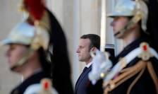 Presedintele francez Emmanuel Macron pe peronul palatului Elysée, 25 februarie 2019