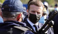 Emmanuel Macron, presedintele Frantei, adresându-se politistilor de la postul de frontierà Perthus de la granita franco-spaniolà, 5 noiembrie 2020.