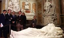 Emmanuel Macron la capela Sansevero din Napoli, însotit de presedintele Consiliului italian, Giuseppe Conte, 27 februarie 2020
