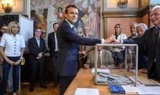 Emmanuel Macron votând în cadrul primului tur al legislativelor. Partidul presedintelui ar urma sà obtinà majoritatea absolutà dupà turul doi din 18 iunie 2017