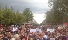 Mii de manifestanti sâmbàtà 5 septembrie la Paris în favoarea refugiatilor