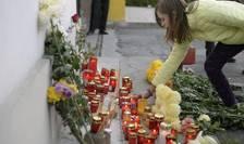 Flori şi lumânări, în memoria victimelor incendiului din clubul Colectiv (Foto: Reuters/Inquam Photos/Octav Ganea)