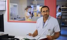 Medicul francez Raphael Pitti însoteste deseori convoaiele umanitare cu destinatia Siria. El sustine ca asistam la un dezastru umanitar în Siria.