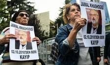 Membri ai Human Rights Association protesteaza în fata consulatului Arabiei Saudite la Istanbul, 9 octombrie 2018.