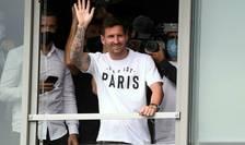 Jucàtorul argentinian Lionel Messi, la sosirea sa pe aeroportul Le Bourget din Paris, 10 august 2021.