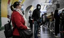 Pasageri în metroul parizian, 14 mai 2020, a treia zi dupà iesirea din carantinà
