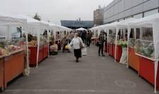 Piață improvizată în Drumul Taberei, București (Foto: RFI/Cosmin Ruscior)