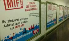 Afise în metroul parizian incitîndu-i pe consumatori sa cumpere produse francez