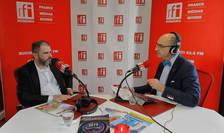 Mihai BOBOCEA și Sergiu COSTACHE in studioul de emisie RFI Romania
