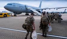 Militari britanici care pleacă în Afganistan