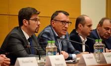 Paul Stănescu (al doilea din stânga) pleacă din Guvern (Sursa foto: site Ministerul Dezvoltării)