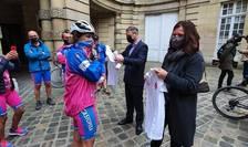 Ministrul Sporturilor din Franta, Roxana Maracineanu si ambasadorul României la Paris, Luca Niculescu primesc echipa de bicicliste a asociatiei Casiopeea, asociatie ce sustine practicarea sportului în lupta împotriva cancerului.