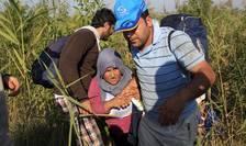 Imigranţi ajunşi ilegal în Ungaria (Foto: Reuters/Bernadett Szabo)