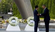 Premierul japonez, Shinzo Abe şi preşedintele american, Barack Obama, la Hiroshima (Foto: AFP/Jim Watson)