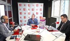 Sergiu COSTACHE, Victor SRAER și Mihai BIZINECHE in studioul de emisie RFI Romania