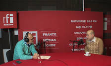 Ovidiu Nahoi și Robert Adam in studioul RFI Romania