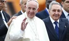 Papa Francisc şi preşedintele cubanez, Raul Castro, la Havana (Foto: Reuters/Tony Gentile)